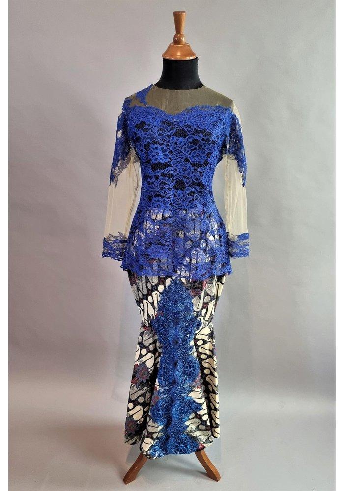 Kebaya modern koningsblauw met bijpassende sarong