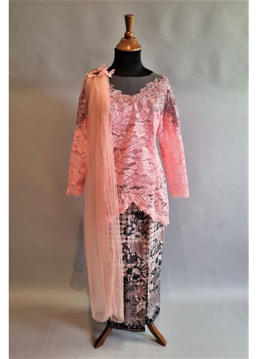 Bruids kebaya elegant roze met bijpassende sarong & sluier