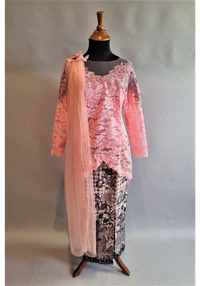 Bruids kebaya elegant roze met bijpassende sarong & selendang