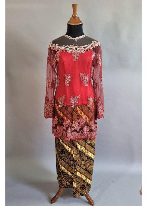 Kebaya glamour rood met bijpassende sarong