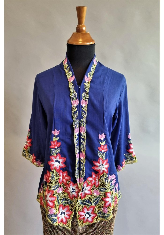 Kebaya nyonya koningsblauw met bijpassende rok plissé