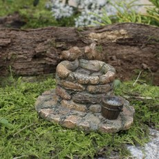 Woodland Knoll Woodland Knoll - Resin Wishing Well
