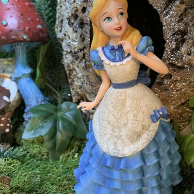 Disney Showcase Disney - Alice in Wonderland Figure