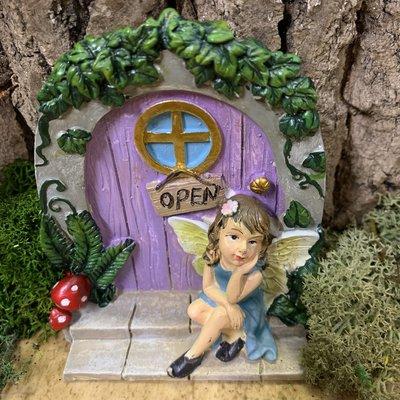 Garden Miniatures Purple Fairy Door with Fairy Gazing