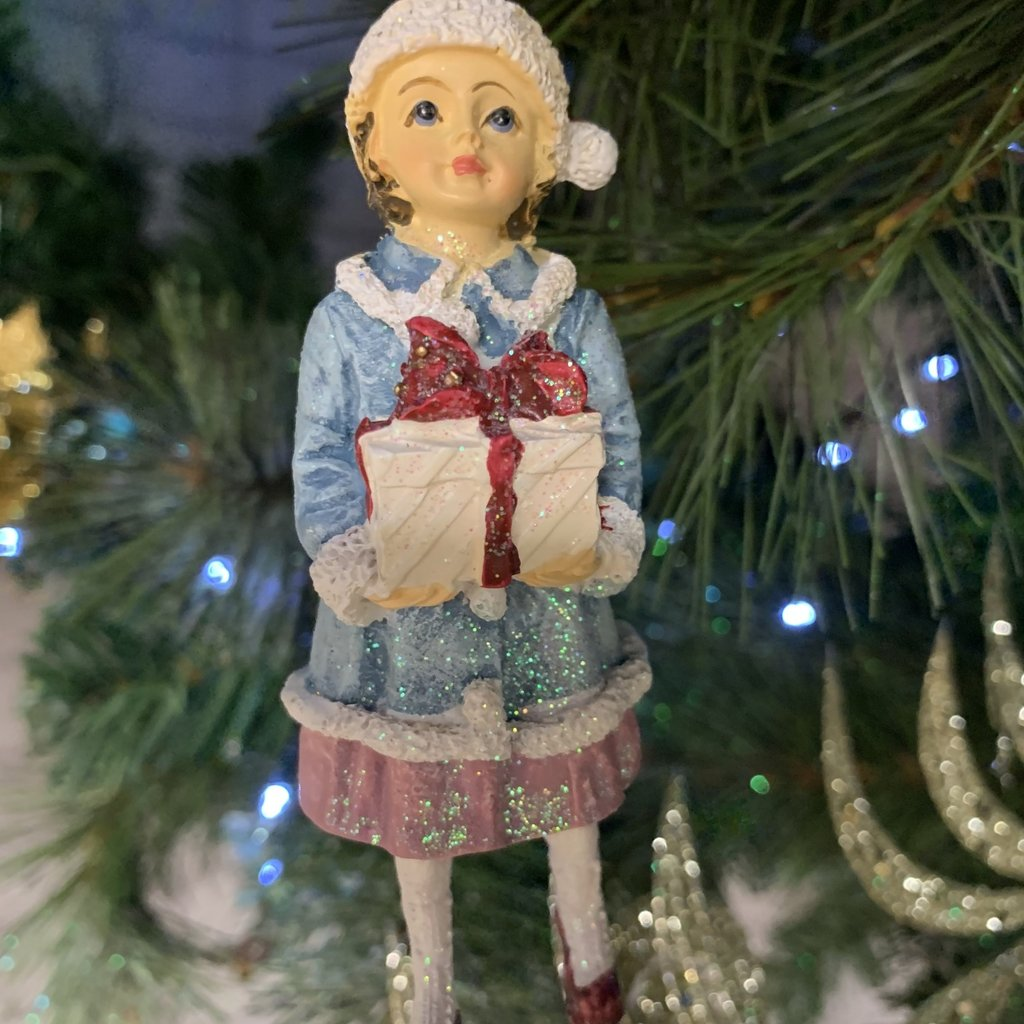 Gisela Graham Victorian Resin Child with Present - Hanging Decoration