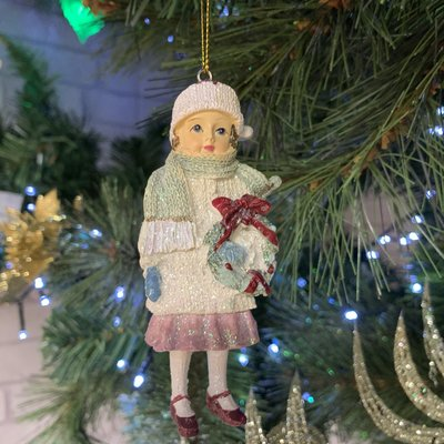Gisela Graham Victorian Resin Child with Wreath - Hanging Decoration