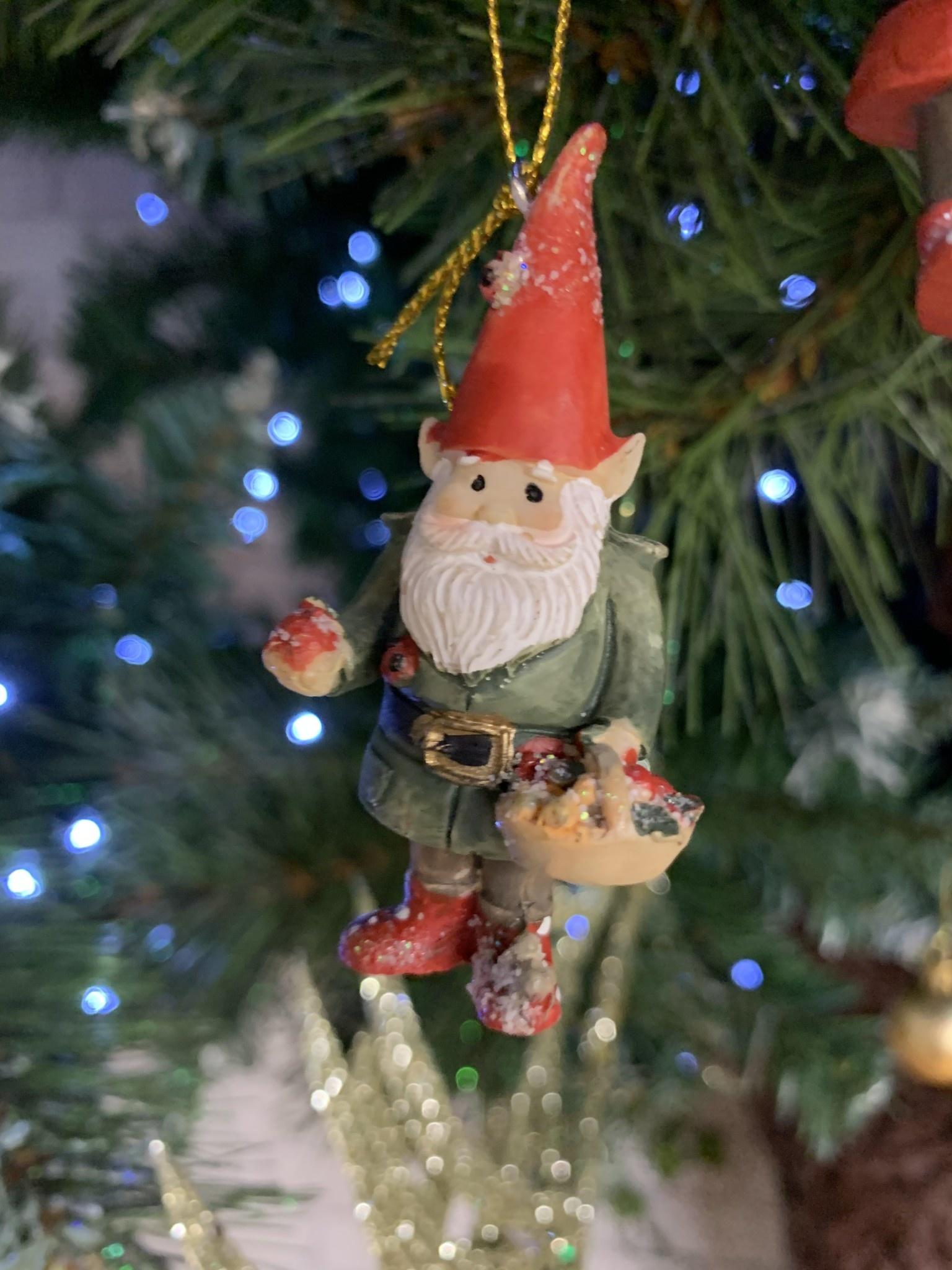 Resin Garden Gnome - Basket - Hanging Decoration