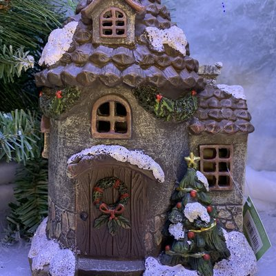 Fiesta Studios Christmas Cottage with Lights