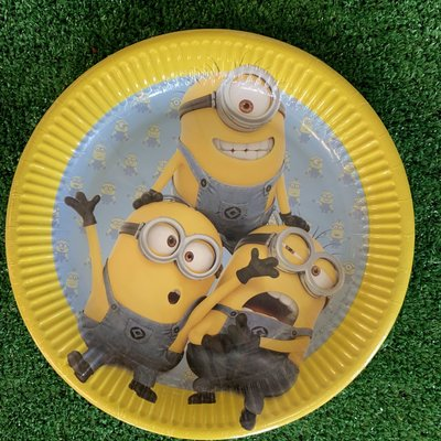 "Despicable Me 8 x 9"" Despicable Me Lovely Minions Paper Plates"