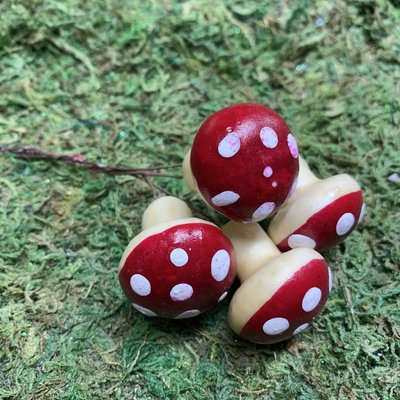 Fairy Village 4 Toadstools on Wire - Large