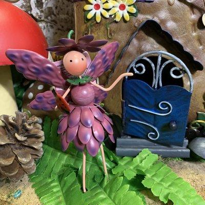 World of Make Believe Fairy Kingdom - Christie the Chrysanthemum Fairy (mini)