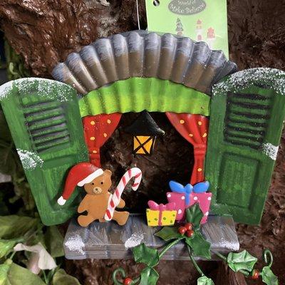 Elf Woodland Elf Wonderland - Christmas Window with Teddy & Presents