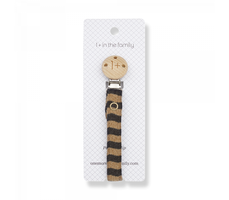 1+ in the Family Pacifier Clip Aina Brandy