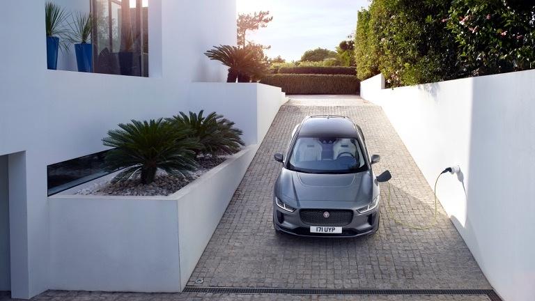 Opladen van een Jaguar I Pace