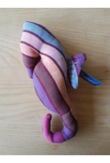 Zeepaard knuffel verticaal gestreept - van draagdoekenstof