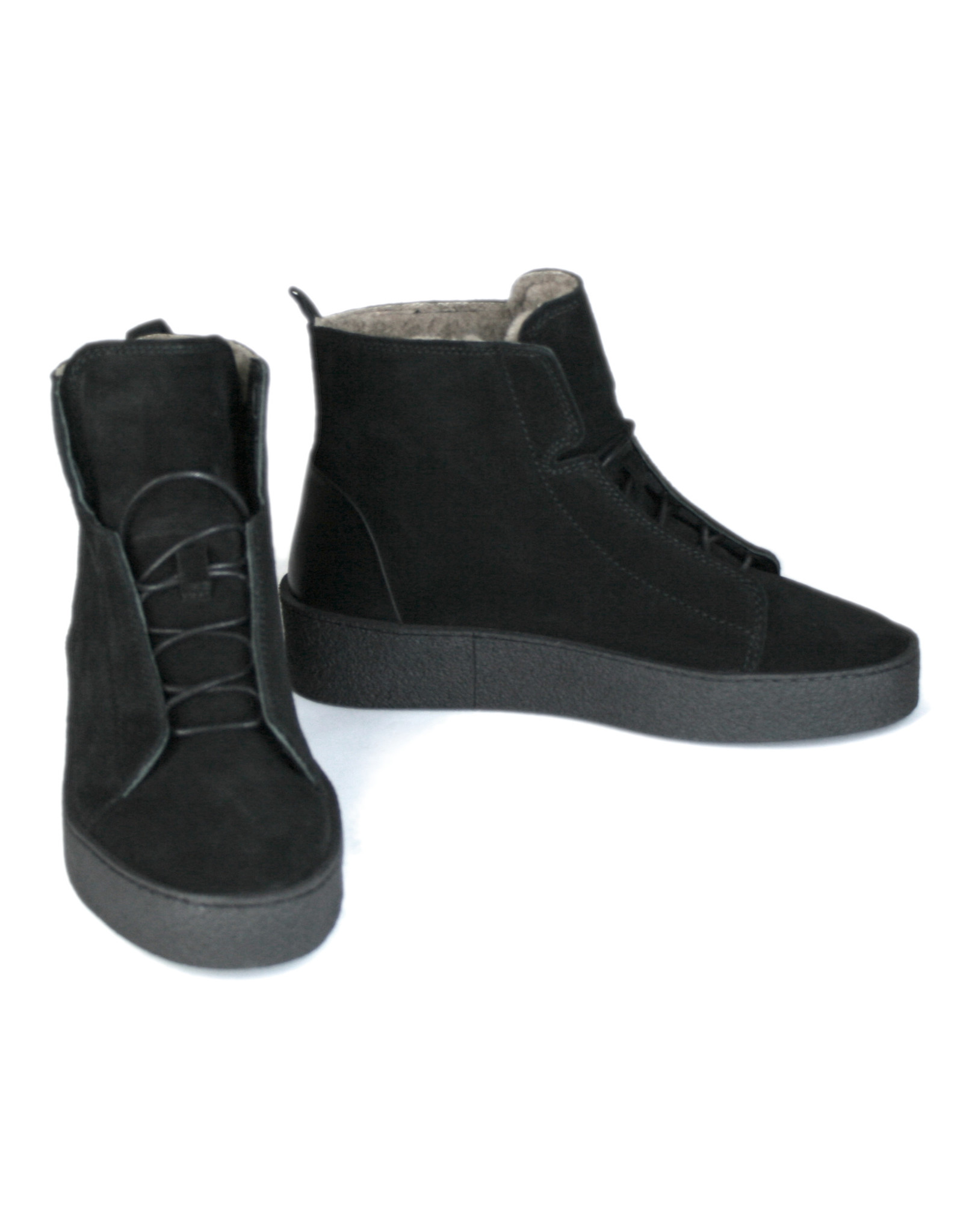 Ten Points laced suede shoes, lined in real wool