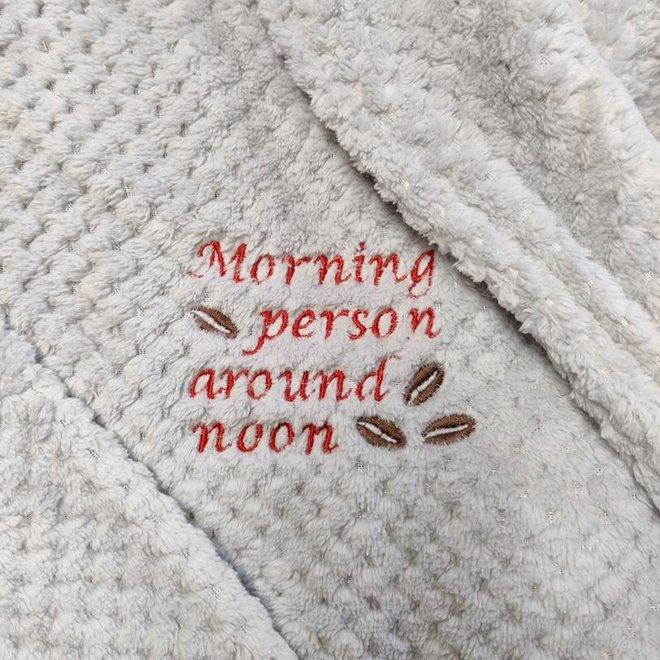 fleece kamerjas met kap 'morning person around noon' zand