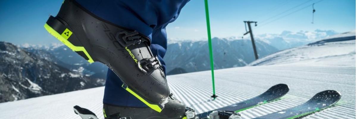 Fischer vacuum skischoenen op ski's