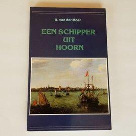 Van Wijnen Een schipper uit Hoorn.  A van der Moer
