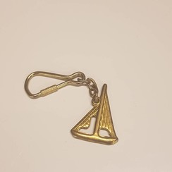 Keychain sailing boat brass