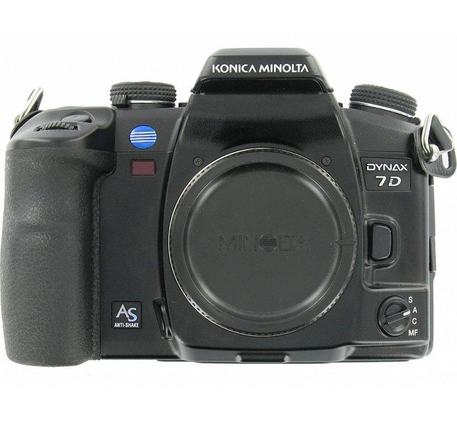 Cámara digital SLR Konica Minolta Dynax 7D (6 megapíxeles) solamente