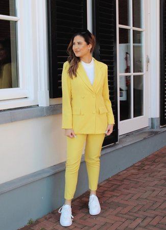 TESS V Senna suit yellow