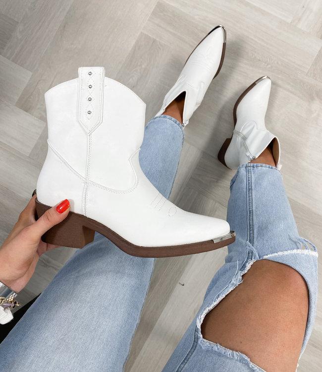 Olivia boots white
