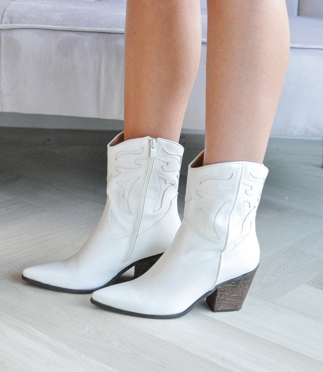 Juna boots white