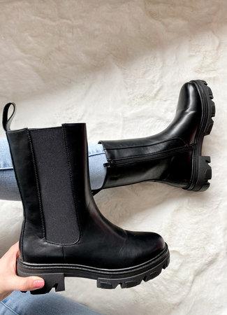 Blush boots black