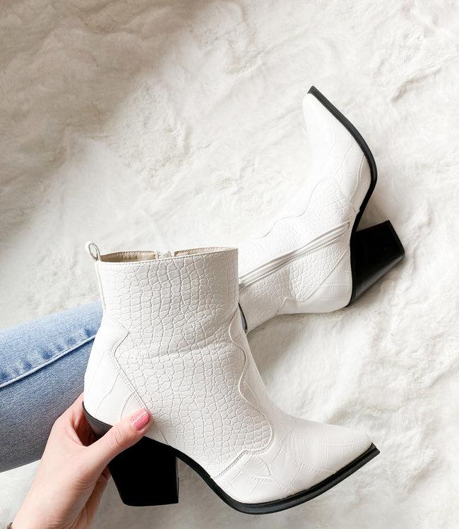Femke boots white