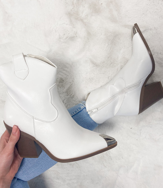 Florine boots white