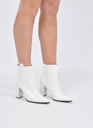 Zahra boots white