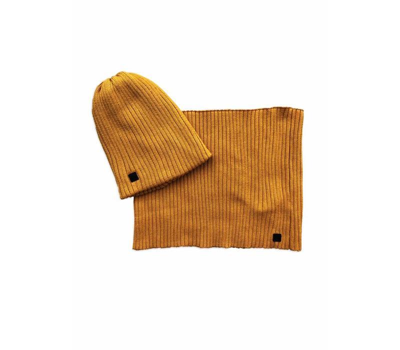 Ammehoela beanie + sjaal oker