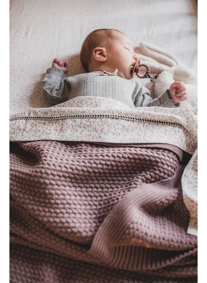 Mies & Co soft knitted ledikant deken rosewood