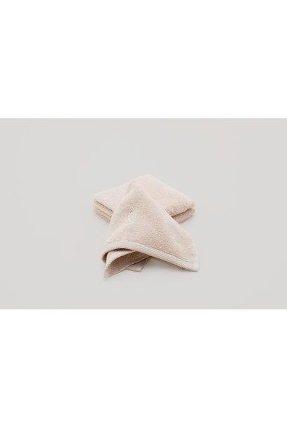 Garbo & Friends face towel sand
