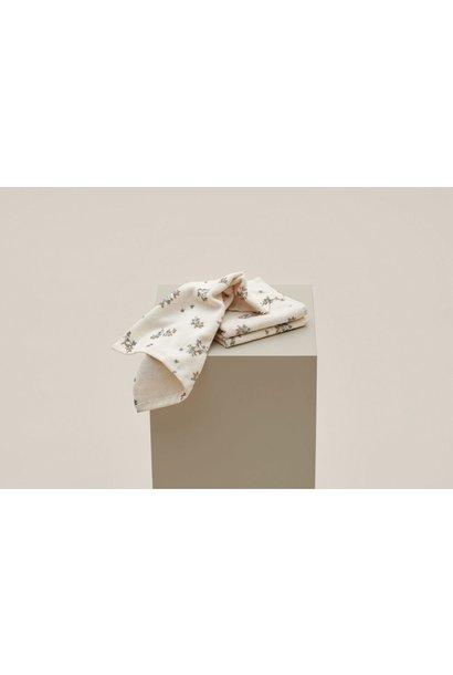 Garbo & Friends face towel clover