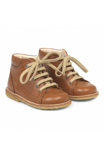 Angulus starter shoe with laces cognac