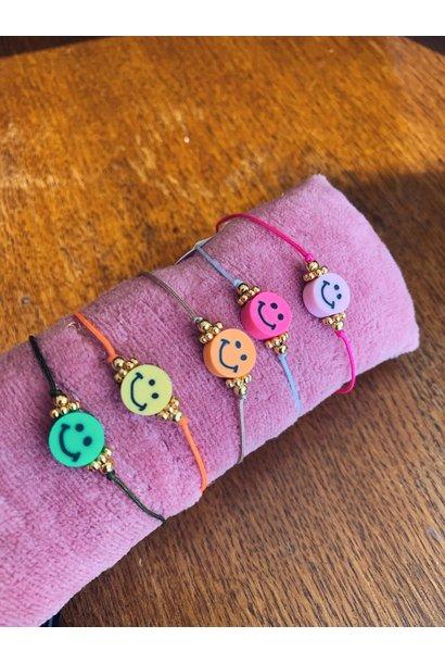 Bert sieraden - armbandje multi touwtje met smiley