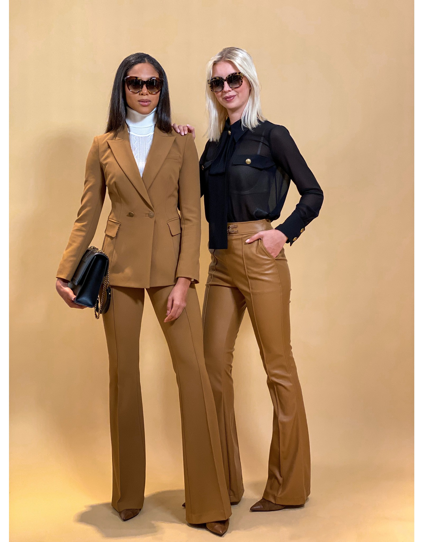 Broekpak E. Franchi camel + gouden knopen