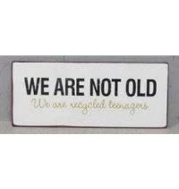 Tekstbord We are not old..
