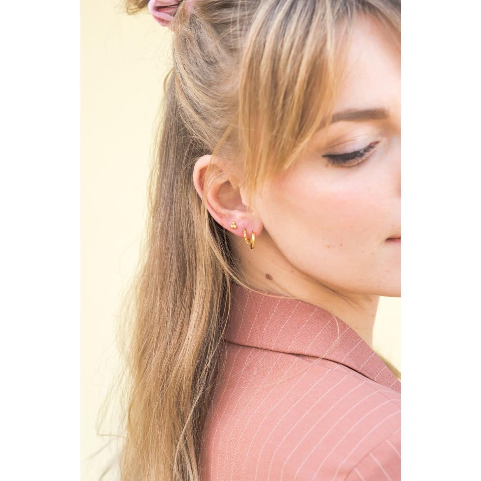 label Kiki triangle dot earring gold