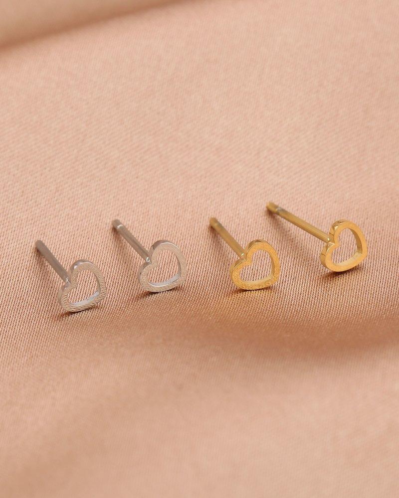Earrings - Plain Heart Studs