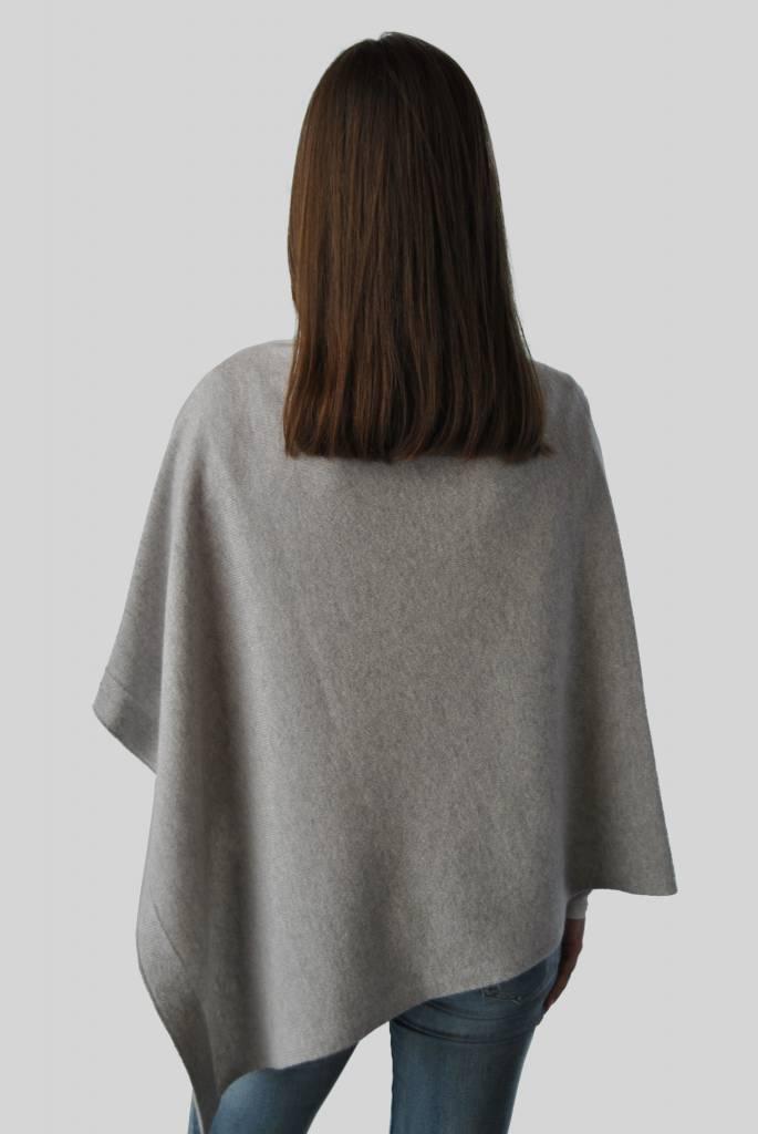 Via Carlotta Cashmere Pipa Light Grey cashmere poncho
