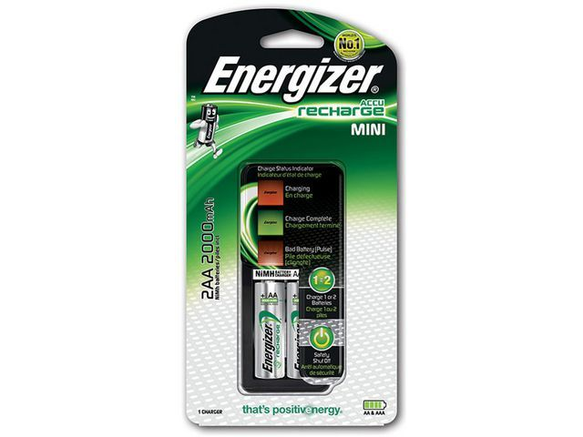 Energizer Energizer Minioplader inclusief 2 AA batterijen. 2 individuele AA/AAA oplaadvakken. 's nachts opladen. NiMH (set 3 stuks)