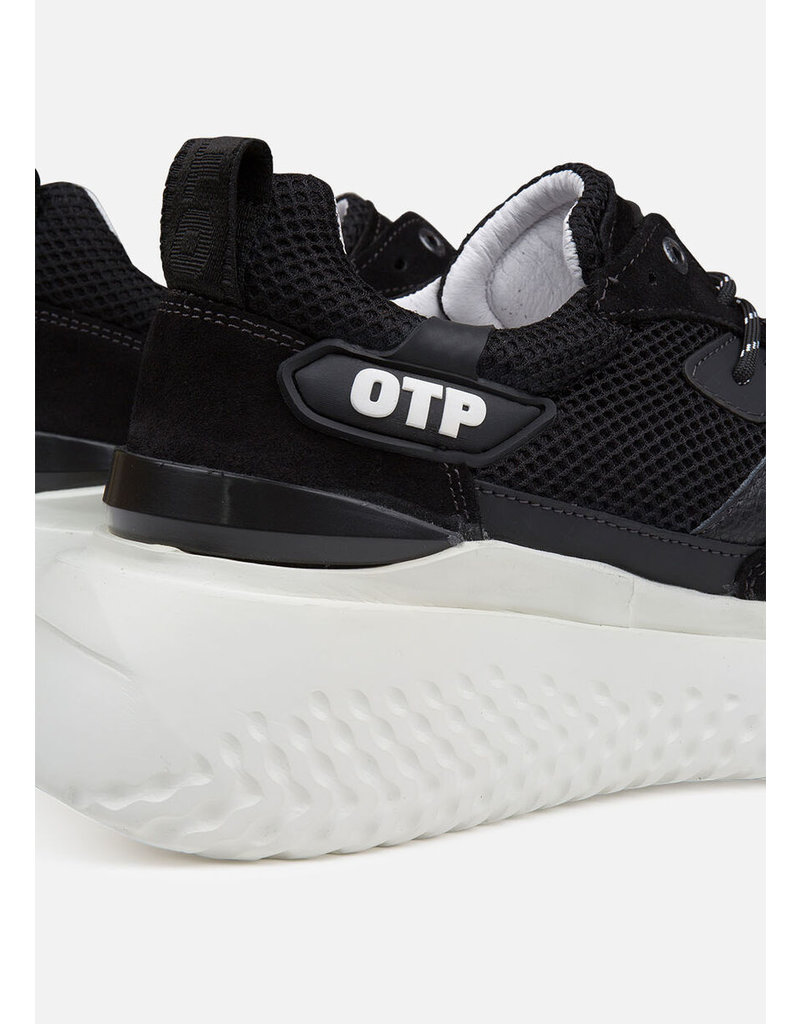 Off The Pitch OTP Crunch Runner Black