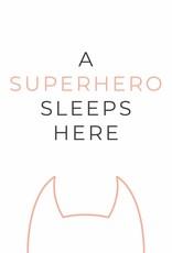 A superhero sleeps here (roze) A4/A3
