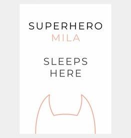 Naamposter Superhero ..... sleeps here  (A4/A3 - roze)