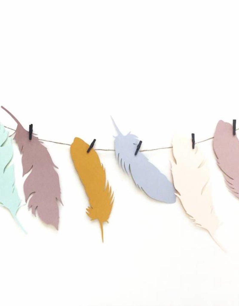 Meerdere kleuren   Slinger  Veertjes  (7 / 10  figuren)