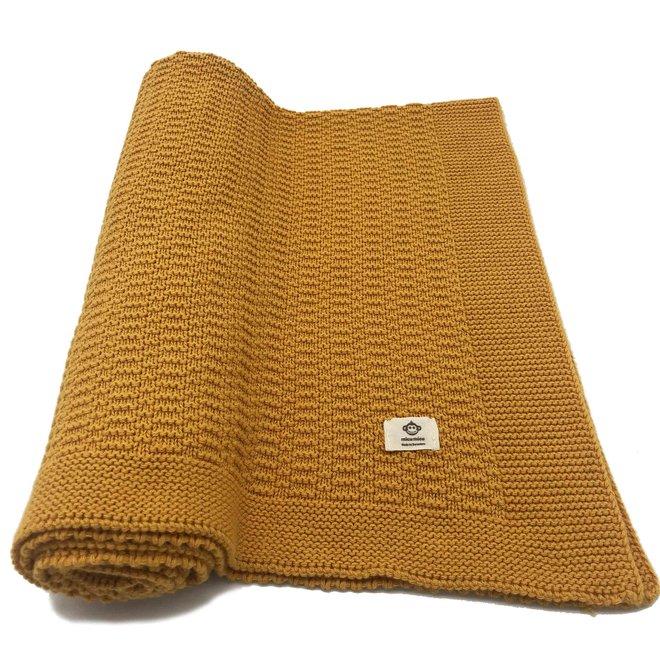Okergele deken met streepjes