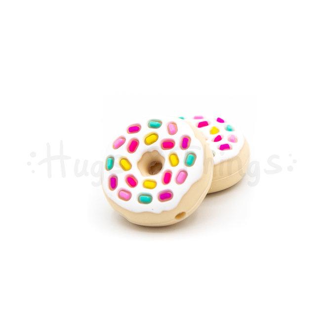 Kraal in de vorm van een donut met wit glazuur